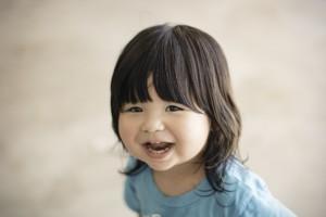 笑ってる幼児の画像